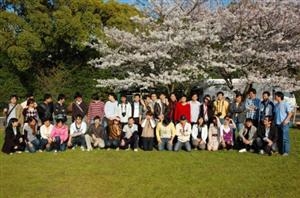 Tôi muốn học Nghề hoặc Trung cấp tại Nhật Bản. Vậy có những ngành nghề gì? Thời gian học bao lâu? Sau khi tốt nghiệp tôi có thể ở lại Nhật Bản làm việc hay không? Nếu ở lại làm việc 1 thời gian, tôi muốn học liên thông lên Cao đẳng, Đại học tại Nhật Bản thì có được không?